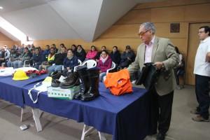 Alcalde de Pucón hace entrega de equipamiento de seguridad a trabajadores Municipales