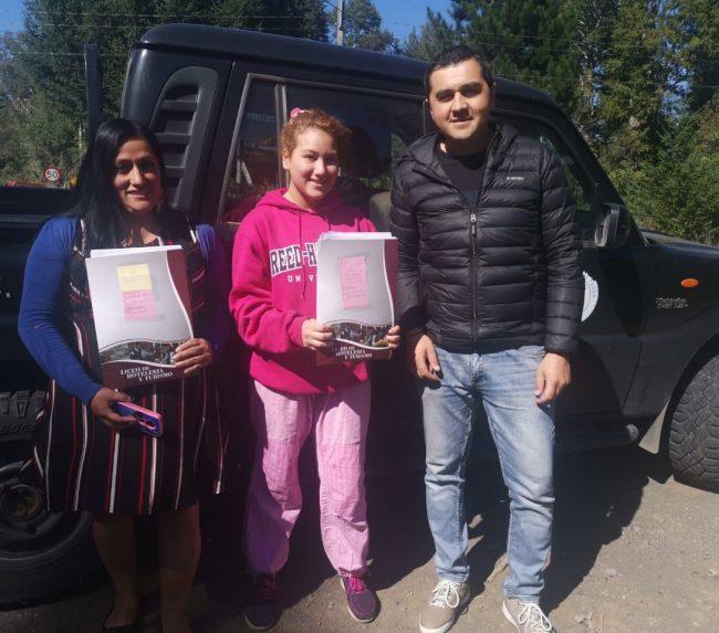 Departamento de Educación Municipal de Pucón inició entrega de canastas Junaeb y material educativo en papel