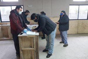 Municipio de Pucón entregó cajas de alimentos en Comité Los Volcanes