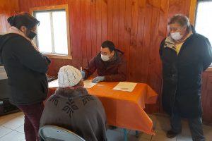 Municipio de Pucón entregó cajas de alimentos en Villa San Pedro