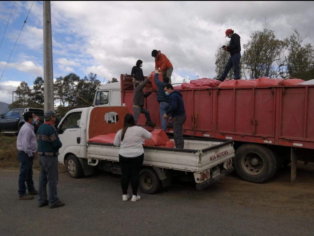 La Municipalidad de Pucón realizo la entrega de cereales pertenecientes a la primera compra asociativa 2021 organizada por el Departamento de Desarrollo Rural.
